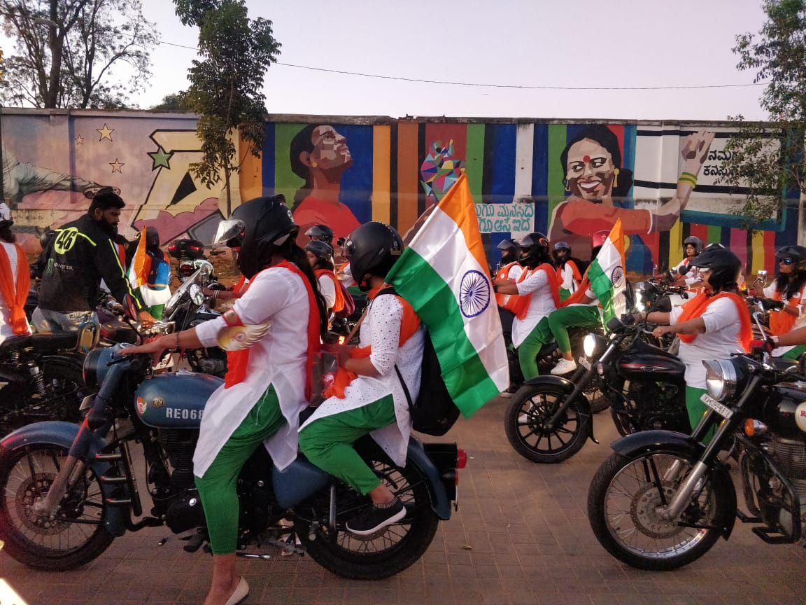 CSP at Women Bikers Parade to Honour Jawan Wives