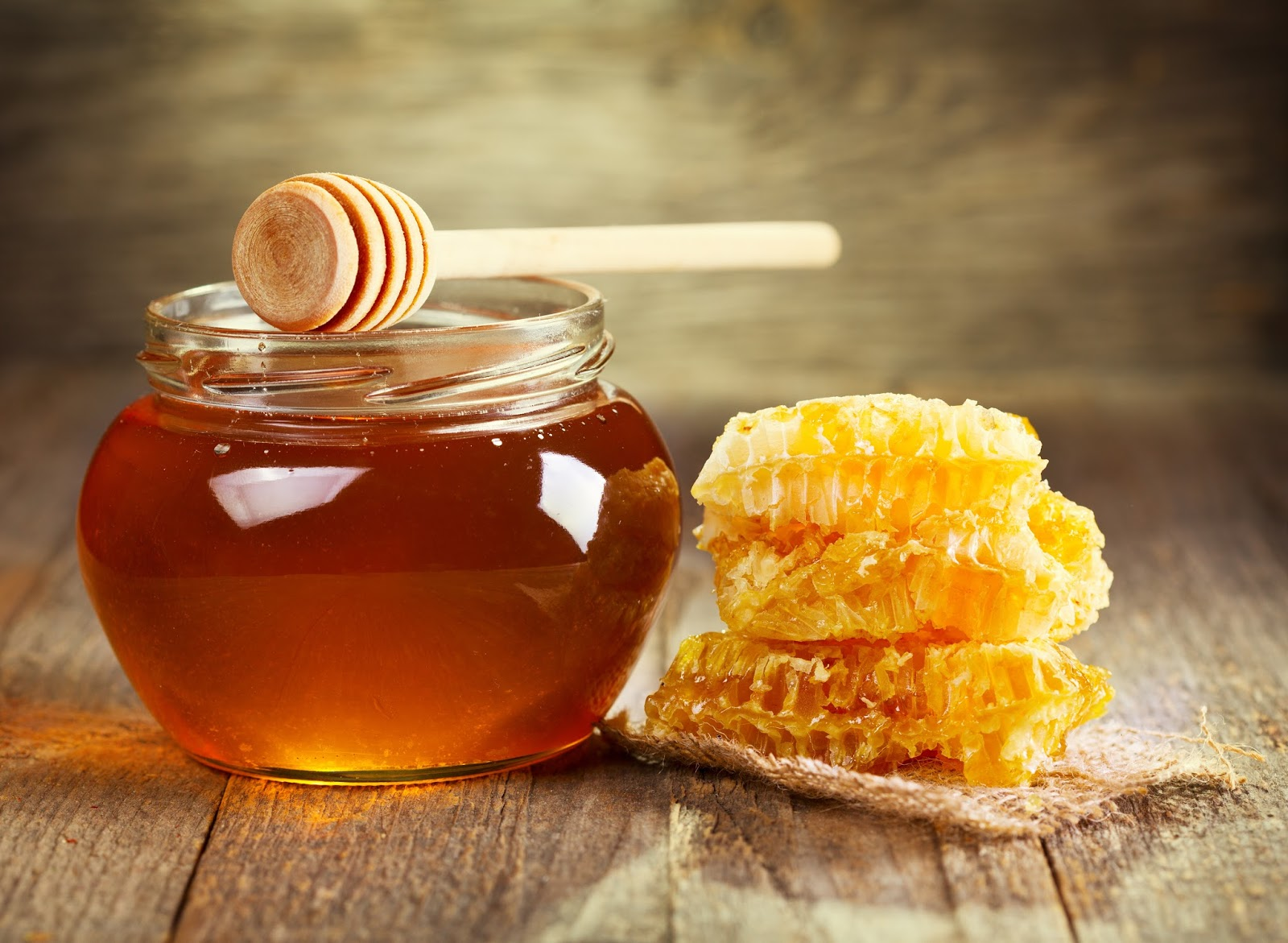 New Research Points to Benefits of Honey, Ayurveda's Therapeutic Gift